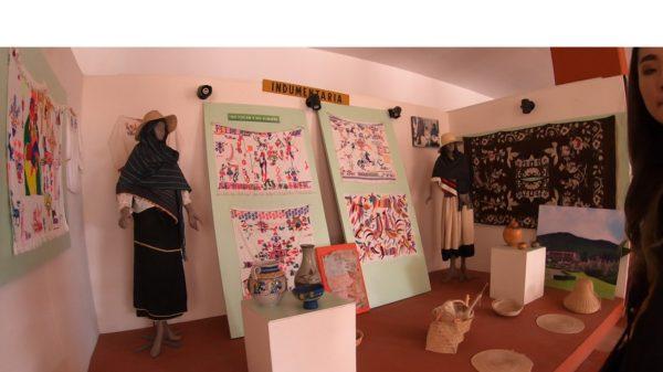 オトミ族 刺繍 メキシコ 先住民