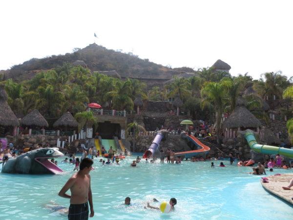 メキシコ 温泉 エルヘイセル